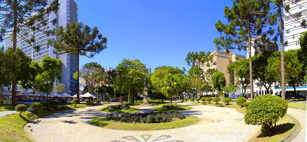 Praça Santos Andrade em Curitiba/PR