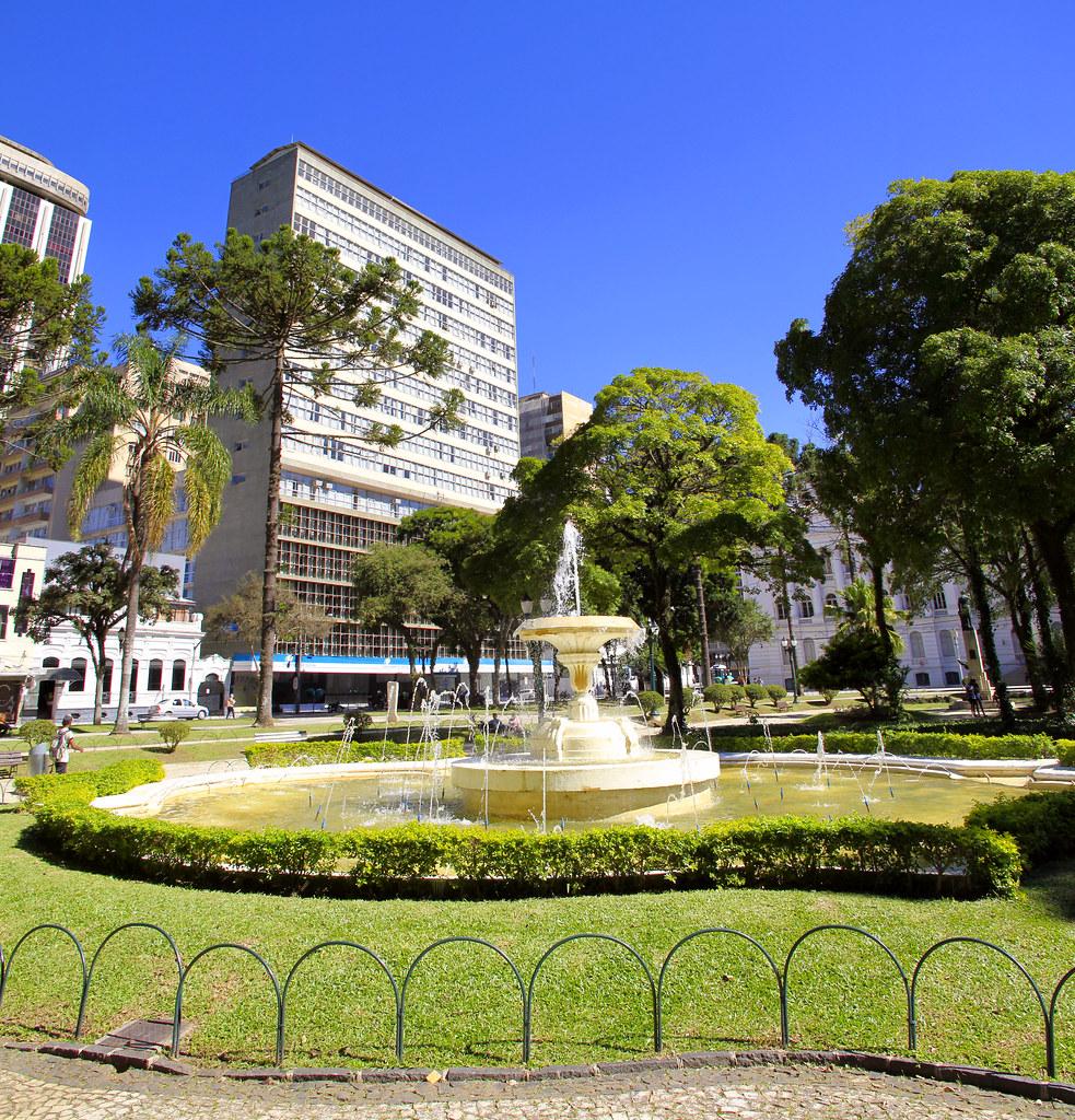 Chafariz da Praça Santos Andrade em Curitiba/PR.