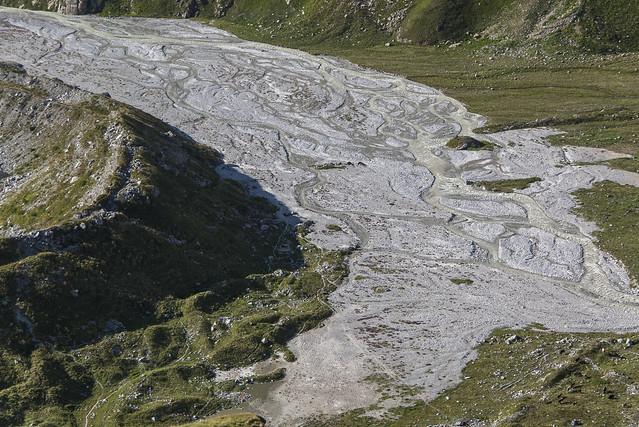концевая морена Башкаринского ледника и пойма реки Баксан в районе истока