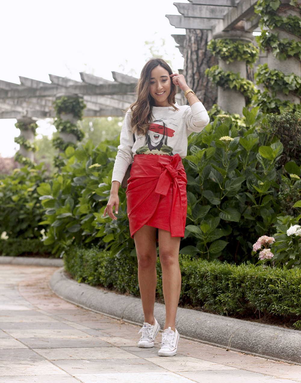 Red Leather Skirt kate moss sweatshirt converse gucci bag street style outfit 20195