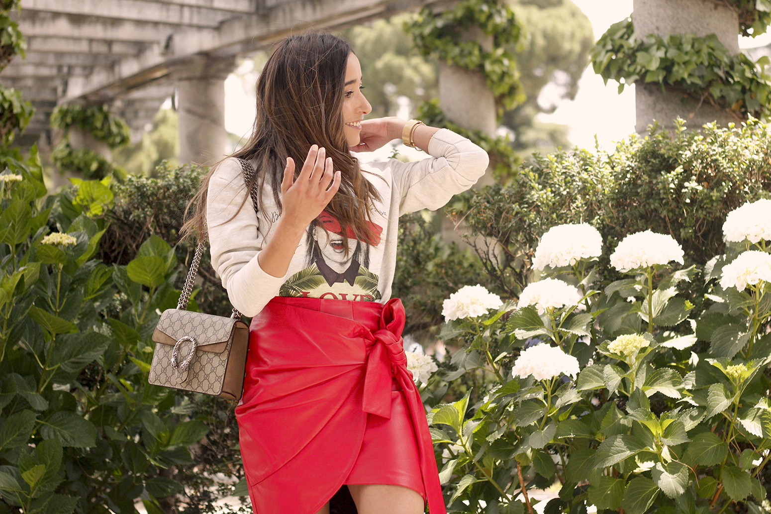 Red Leather Skirt kate moss sweatshirt converse gucci bag street style outfit 201910