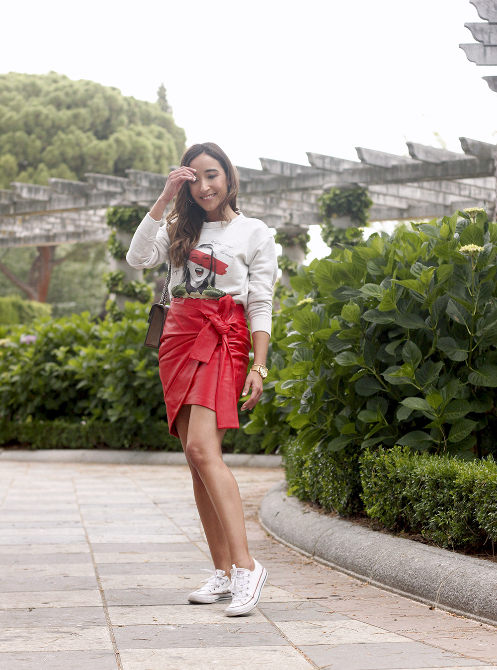Red Leather Skirt kate moss sweatshirt converse gucci bag street style outfit 20191
