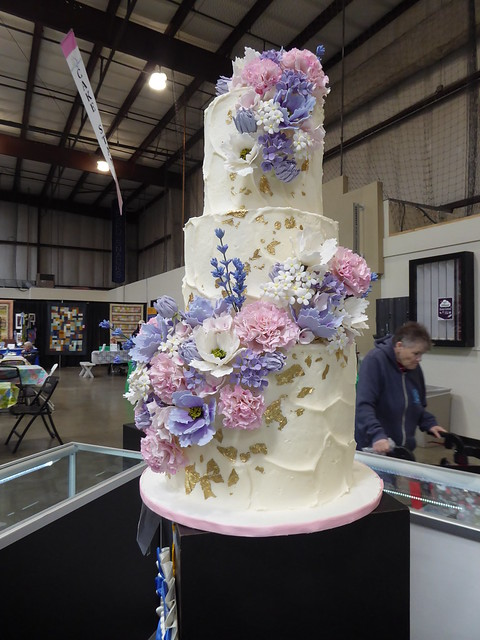 Madeleine Boyle - Floral Wedding Cake