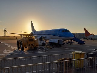 PH-EXT Embraer E175 KLM early morning awaiting departure