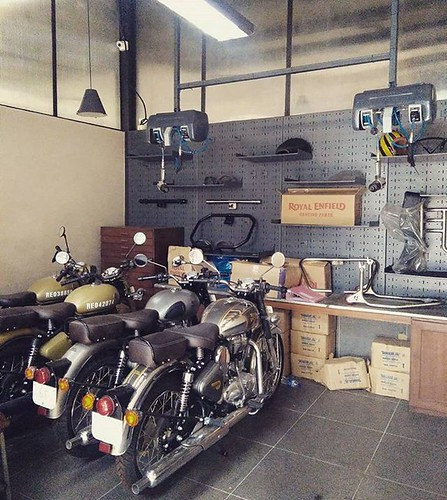 retro-royals-enfield-royalenfield-motorcycles-heritage-india-royalenfieldcafe-bagacreek-arpo