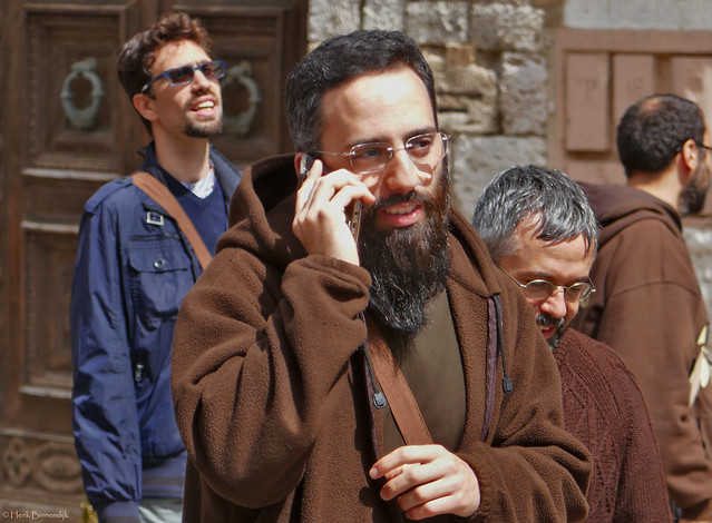 Umbria: Assisi, pilgrim phones home