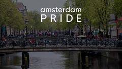 Touristen und Fahrr�der auf niederl�ndischen Br�cken im Rotlichtviertel von Amsterdam, mit dem Bildtitel Amsterdam Pride