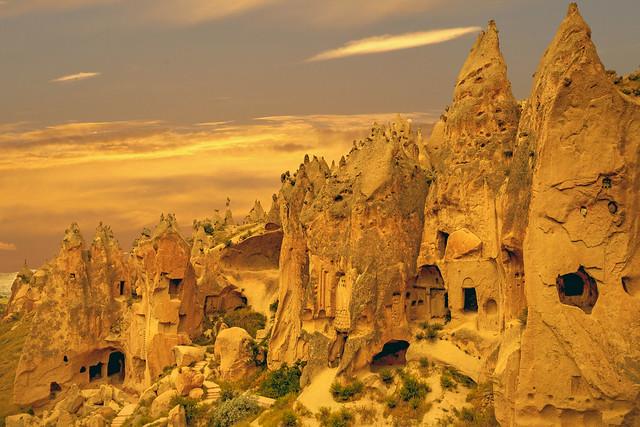 Zelve Vadisi'nde Peri Bacaları(Fairy Chimneys of Zelve Valley)