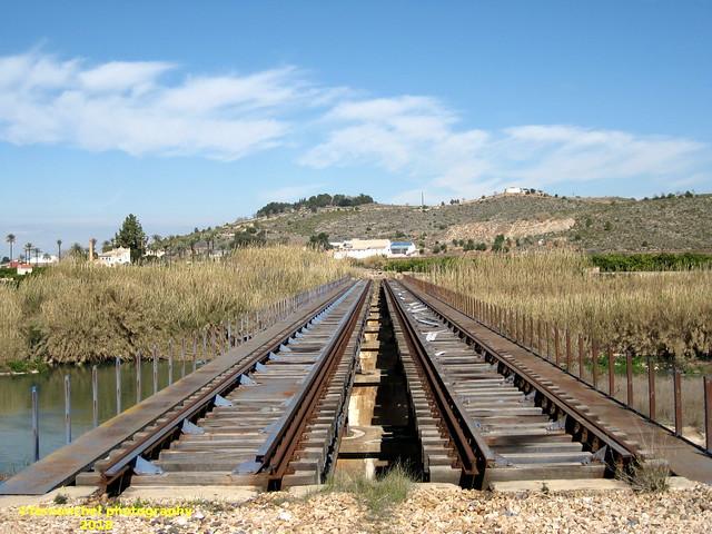 Antiguo puente para ferrocarril sobre el río Albaida, entre MANUEL y XATIVA (Valencia)