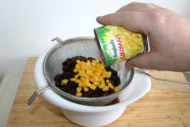 03 - Kidneybohnen & Mais abtropfen lassen / Drain kidney beans & corn