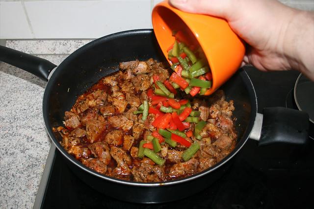 14 - Paprikastreifen hinzufügen / Add bell pepper