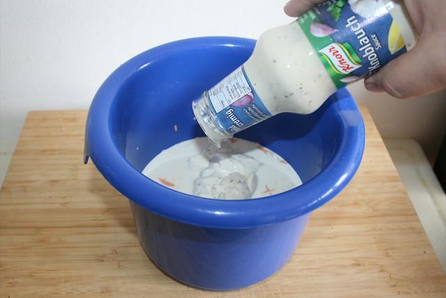 06 - Knoblauchsauce dazu geben / Add garlic sauce