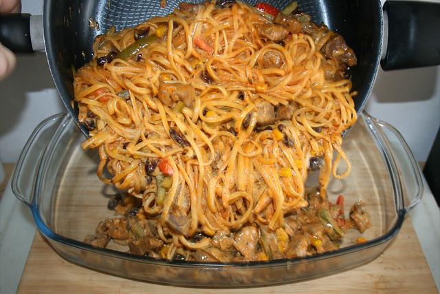 23 - Mischung in Auflaufform geben / Put mixture in casserole