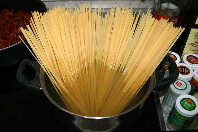 12 - Linguine kochen / Cook linguine