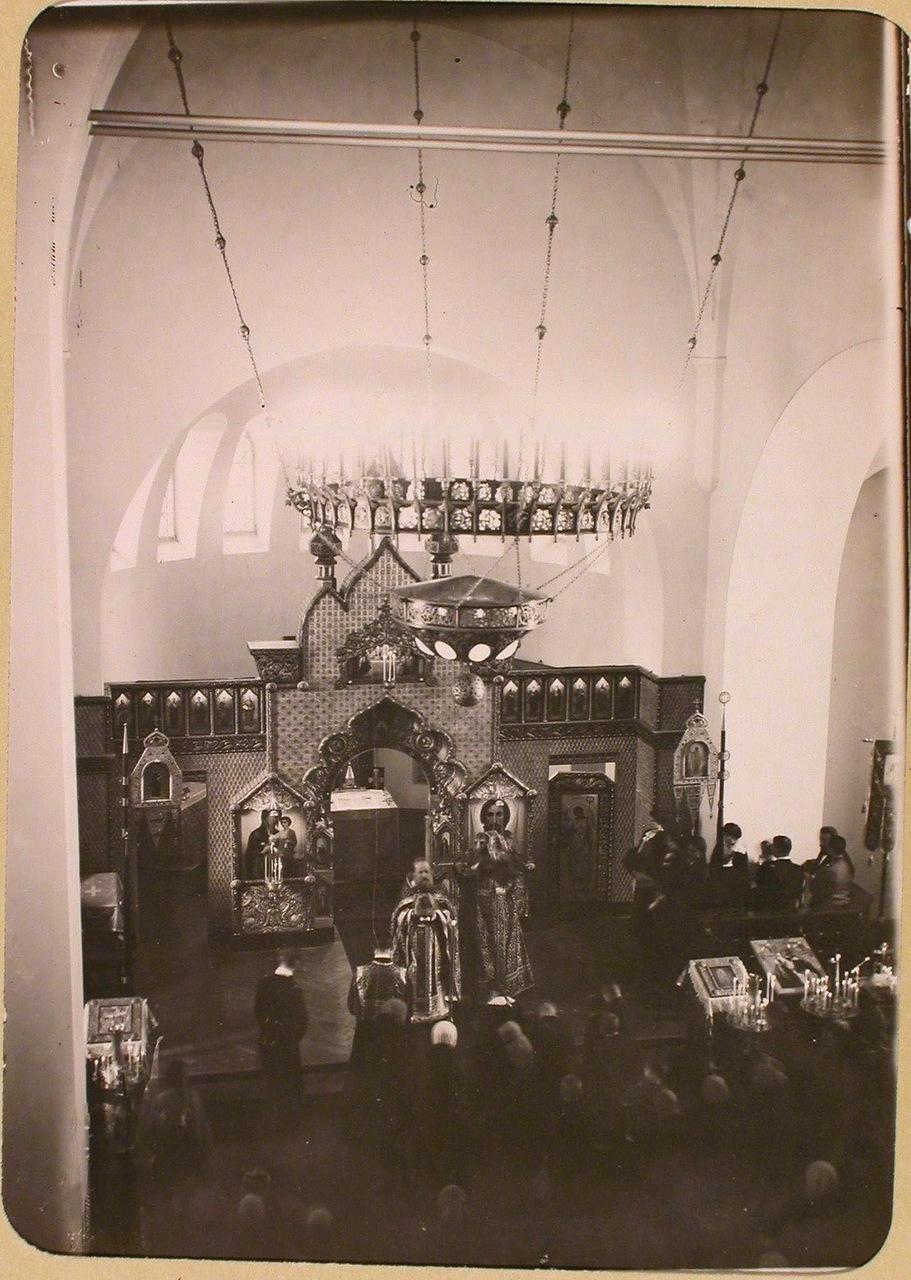 05. Прихожане и раненые во время службы в домовой церкви Политехнического института