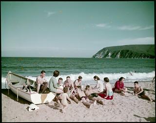Beach party at Ingonish Beach, Cape Breton Highlands National Park. Cape Smokey can be seen in the distance / Fête sur la plage Ingonish, au parc national des Hautes-Terres-du-Cap-Breton; le cap Smokey est à l'arrière-plan
