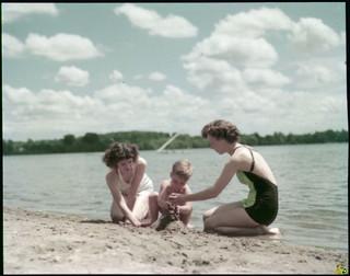 On the beach, Little Lake Park, Midland, Ontario / Sur la plage au parc Little Lake, Midland (Ontario)