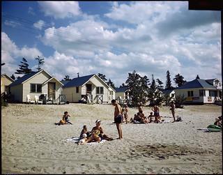 Tourist cabins at Wasaga Beach, Ontario / Cabines de touristes à Wasaga Beach (Ontario)