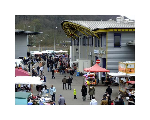 Saarbrigge, Flohmarkt am Großmarkt.