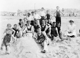 Children, women and men, Grand Beach, Winnipeg, Manitoba / Enfants, femmes et hommes Grand Beach, Winnipeg (Manitoba)