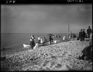 Beach scene, Lake Huron Park, Ontario / Scène de plage, parc du lac Huron (Ontario)