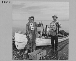 Ms. D. Buss and Mr. C. Kennedy hold up their catch of blueback salmon at Qualicum Beach, Vancouver Island, British Columbia / Mme D. Buss et M. C. Kennedy montrant les saumons rouges qu'ils ont pêchés à Qualicum Beach, île de Vancouver (Colombie-Brit