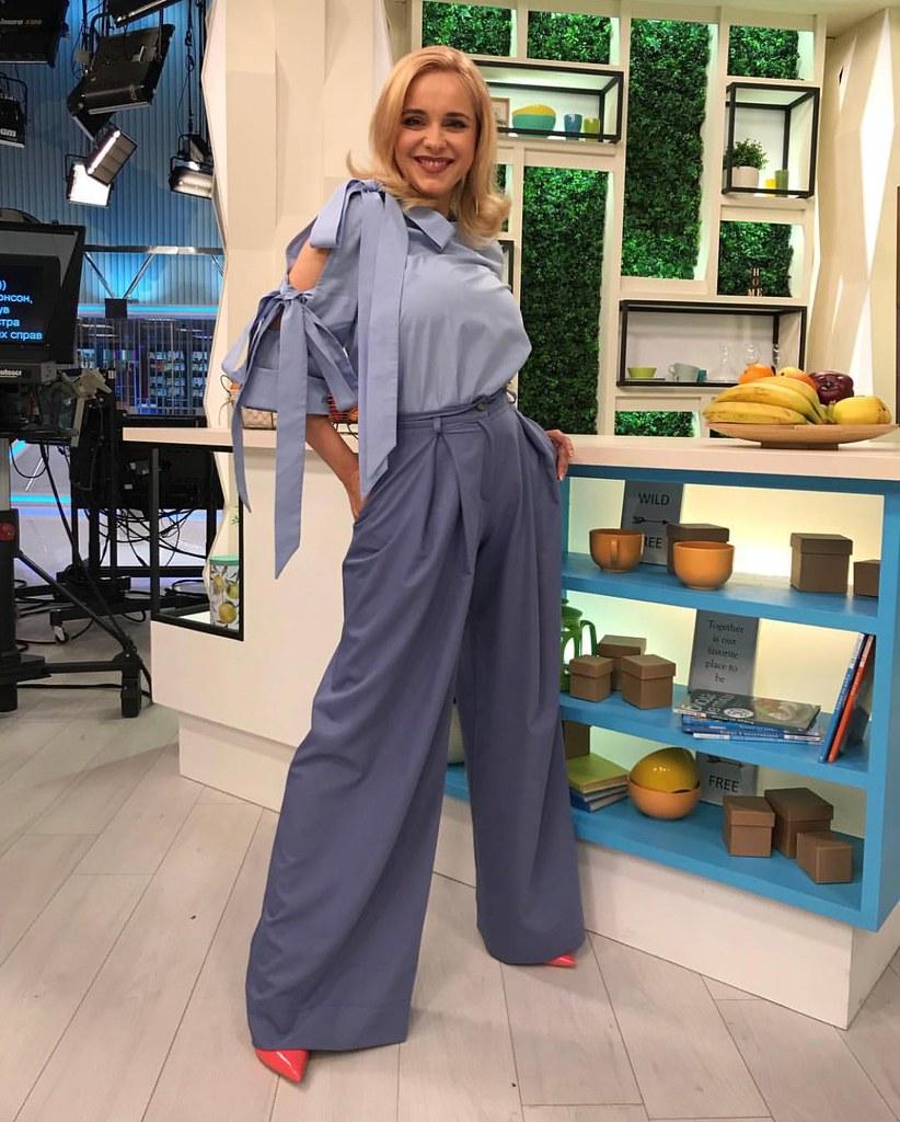 Лилия Ребрик в брюках-палаццо