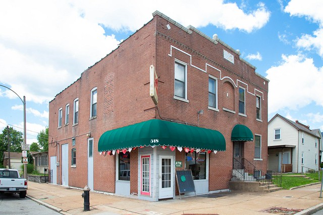 518 Bates St, St Louis 63111