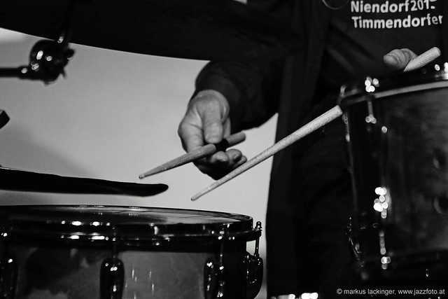 Günter Baby Sommer: drums, percussion, Vibraphon, vocals, ..