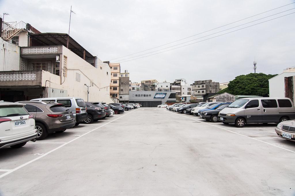 診所正後方特約停車場