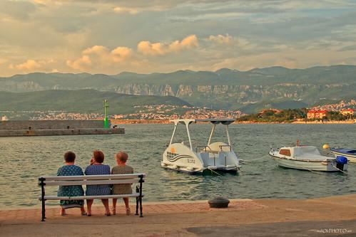 lnadscape people seascape sky clouds boat sea bench three fimale woman seabank adriatic croati hrvatska canon europe krk šilo