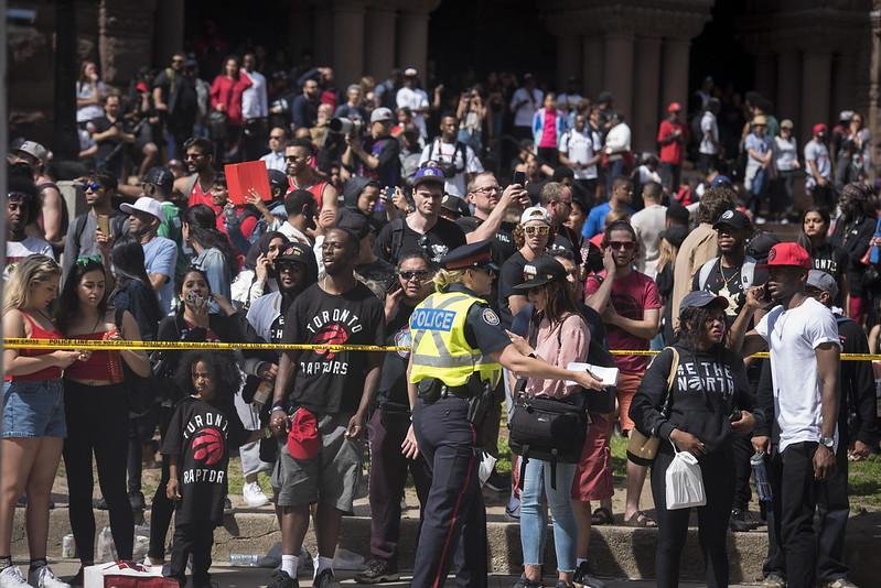 多倫多群眾在多倫多暴龍冠軍遊行時聚集。(達志影像資料照)