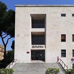 #Buongiorno Sapienza con una foto dell'Edificio di Geologia di @francesco.sdao ・・・ #Repost: «La Geologia di Roma la Sapienza, ieri come oggi un'emozione. #geologiaapplicata #sapienzauniversitàdiroma» ・・・ #repostSapienza #ImmaginiDallaSapienza di #studenti