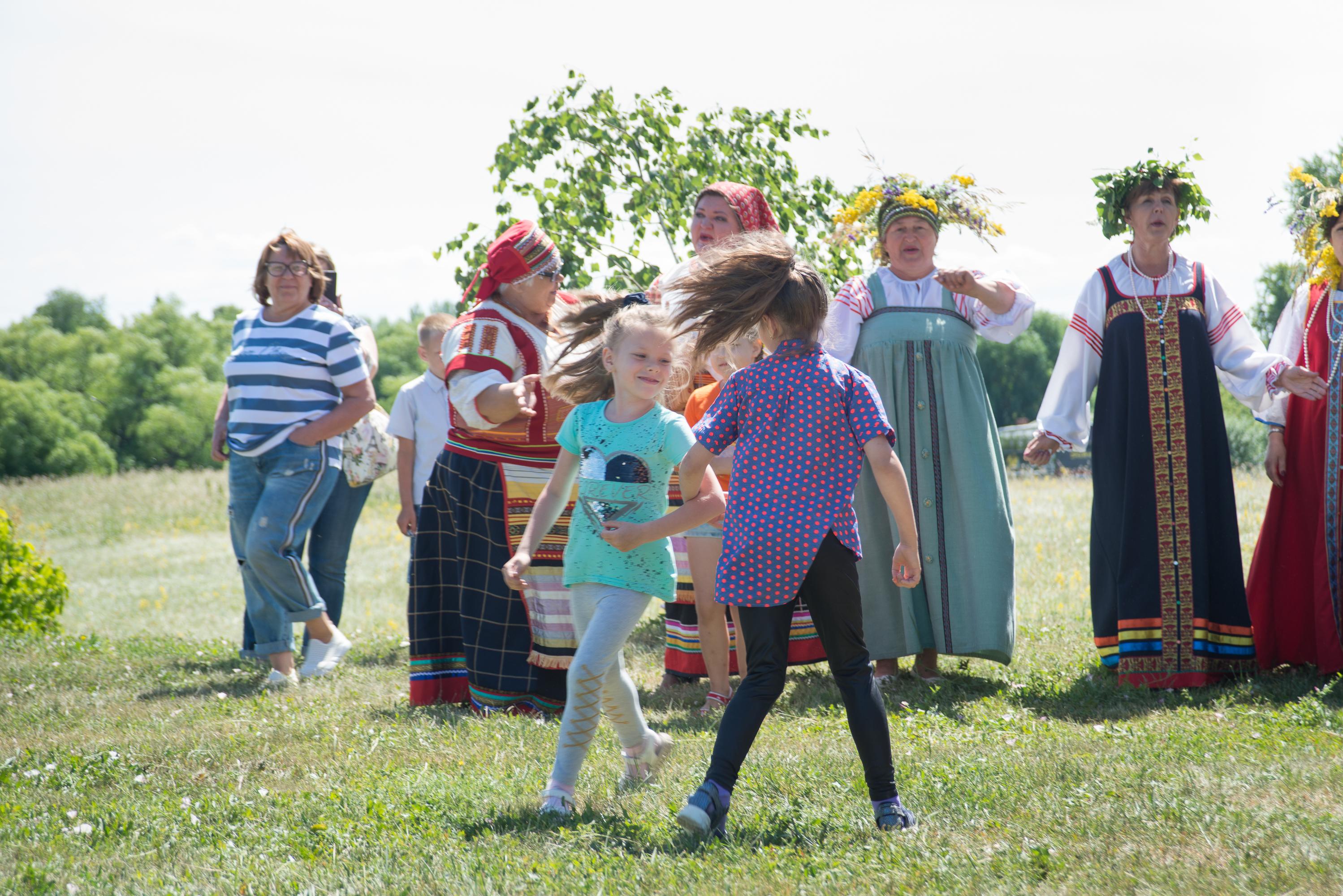 Праздник Троица в «Тарханах» в русских народных традициях с детьми на открытом воздухе