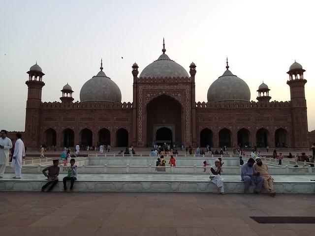 Badshahi mosque mobile photography