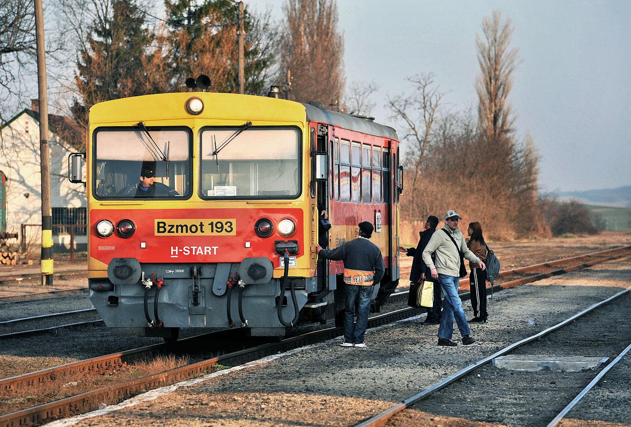 A vonatok nagy részén még mindig pottyantós budi van
