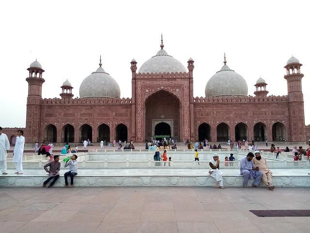 badshahi mosque auto-focus mobile photography