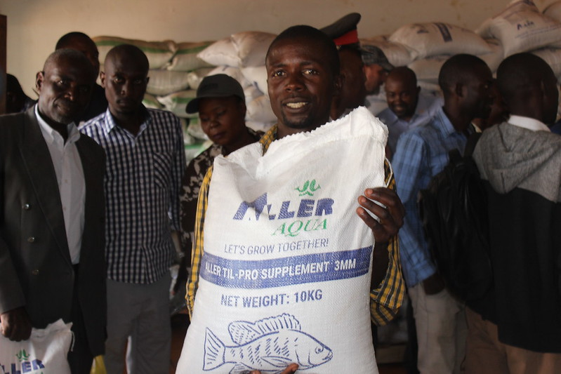 Smallholder fish farmer Royd Mwamba holds up a bag of fish feed at the opening of Horizon Aquaculture's Kasama outlet, Northern Province, Zambia. Photo by Tabitha Mulilo