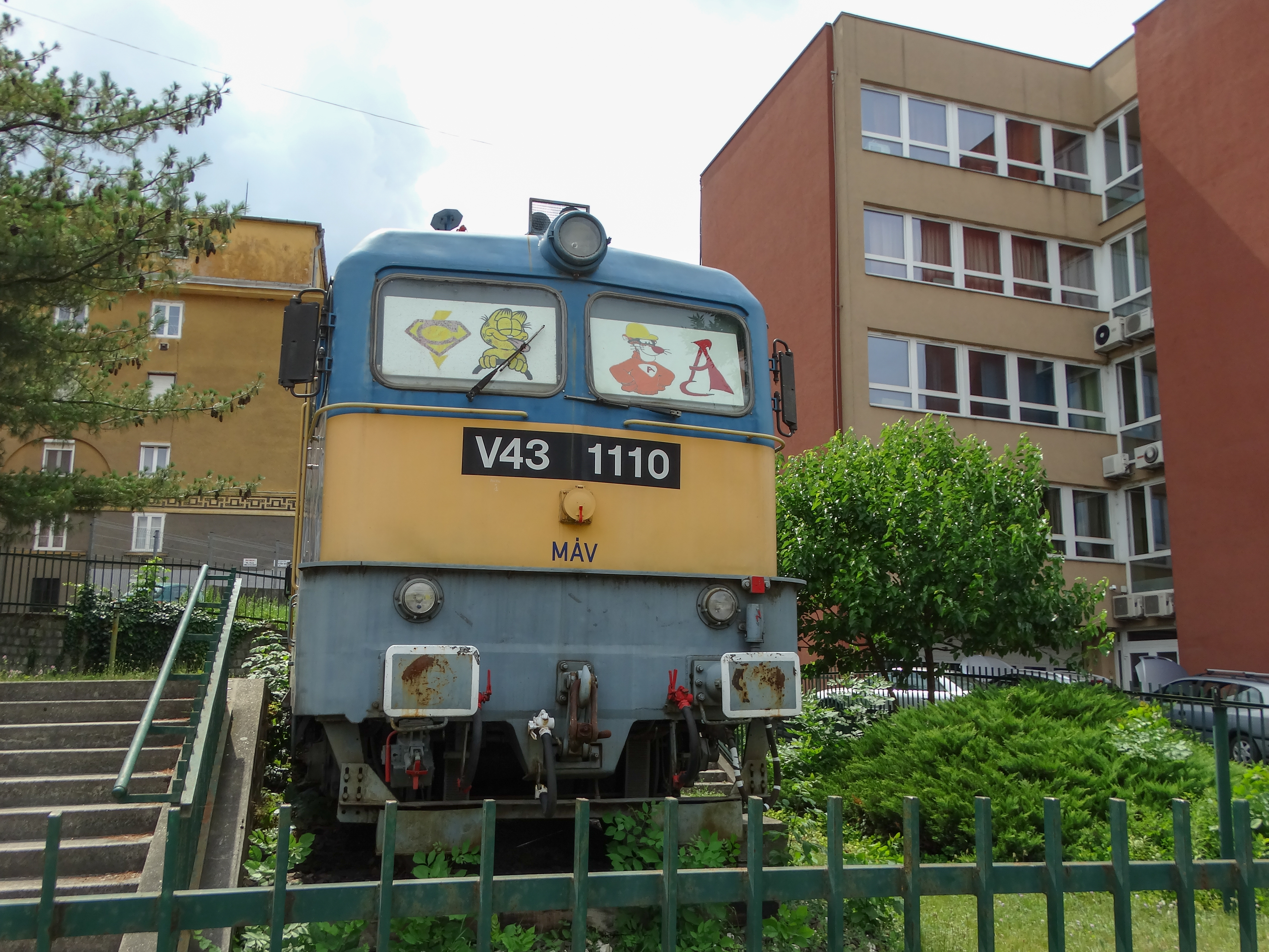 V43-as mozdony 2.