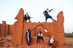 #Niger #Agadez #Keltamasheq #Culture Des jeunes Touaregs danseurs du Tende