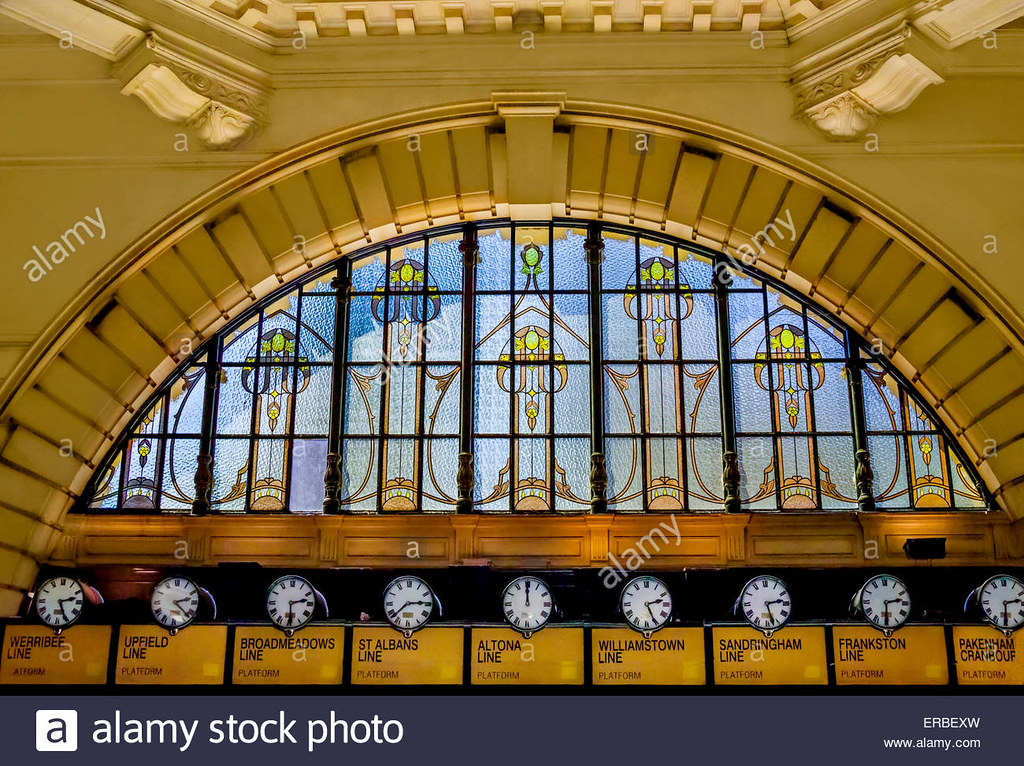 arched-interior-of-flinders-street-station-with-victorian-stained-ERBEXW
