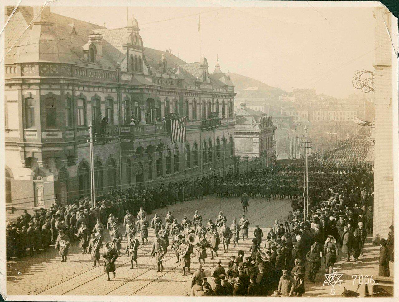 18. 1918. Далее шли французы моряки крейсера «Керсэн» и части «Французского Сибирскиого колониального батальона» 15 ноября