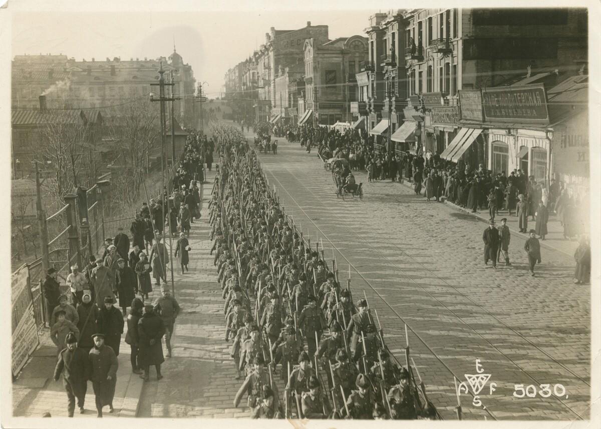 17. 1918. Канадские войска на параде в честь перемирия