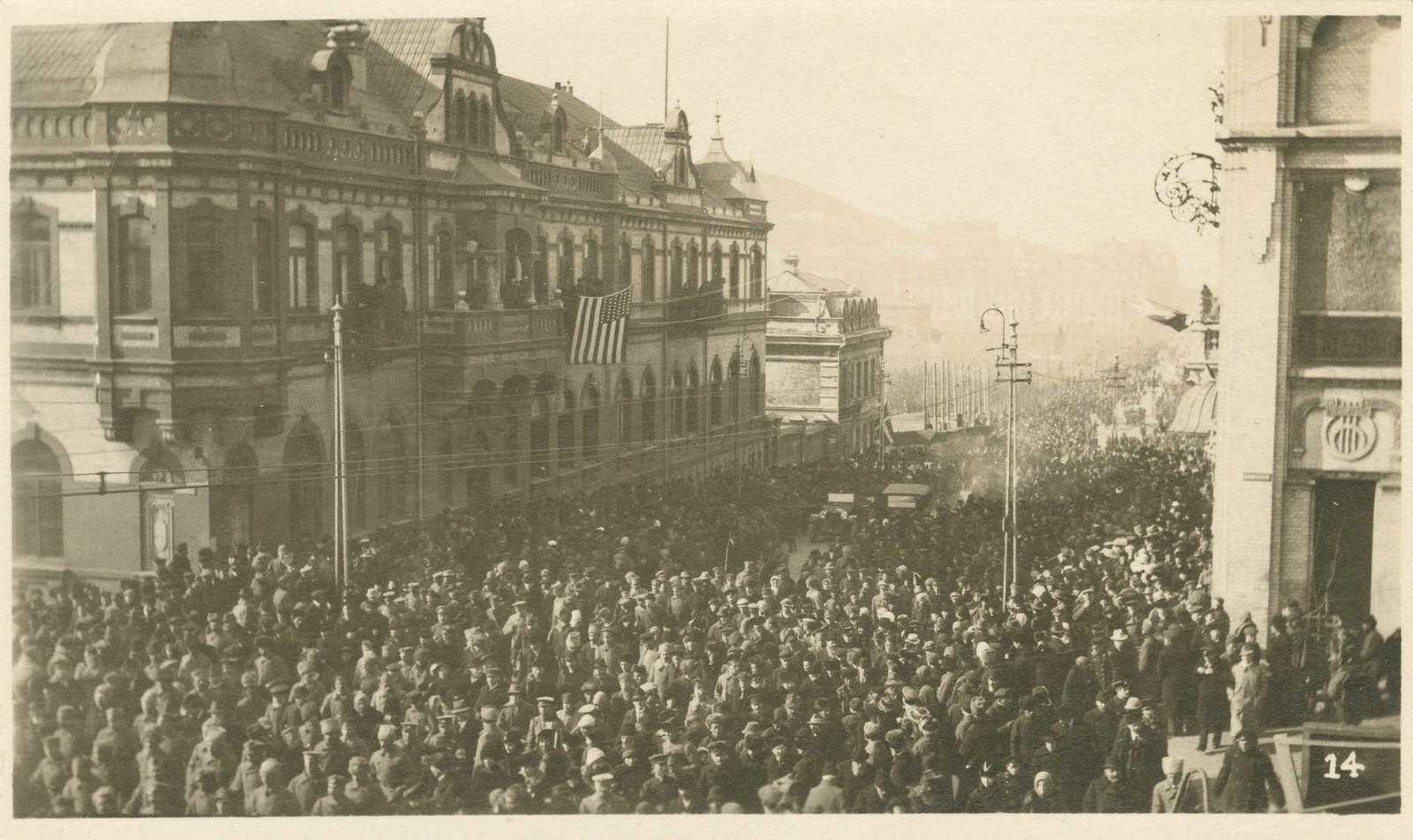 31. 1918. Парад завершился прохождением частей Чехословацкого корпуса. 15 ноября2