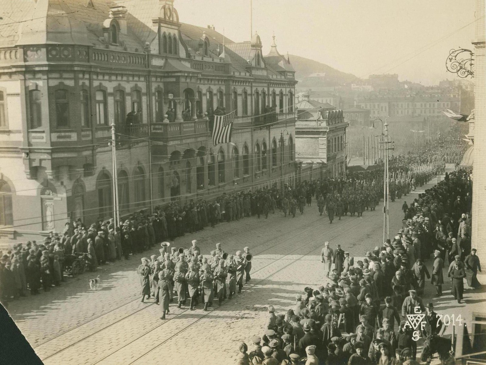 26. 1918. Празднование подписания перемирия. Солдаты и казаки войск Белой армии. 15 ноября