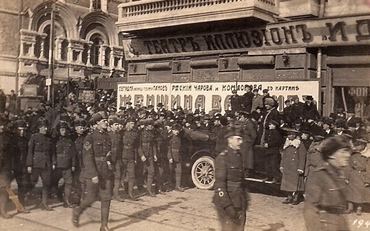 17. 1918. Британию представляли моряки крейсера «Саффолк», пехотинцы 25-го резервного батальона Мидлсекского полка и немного канадцев. 15 ноября2