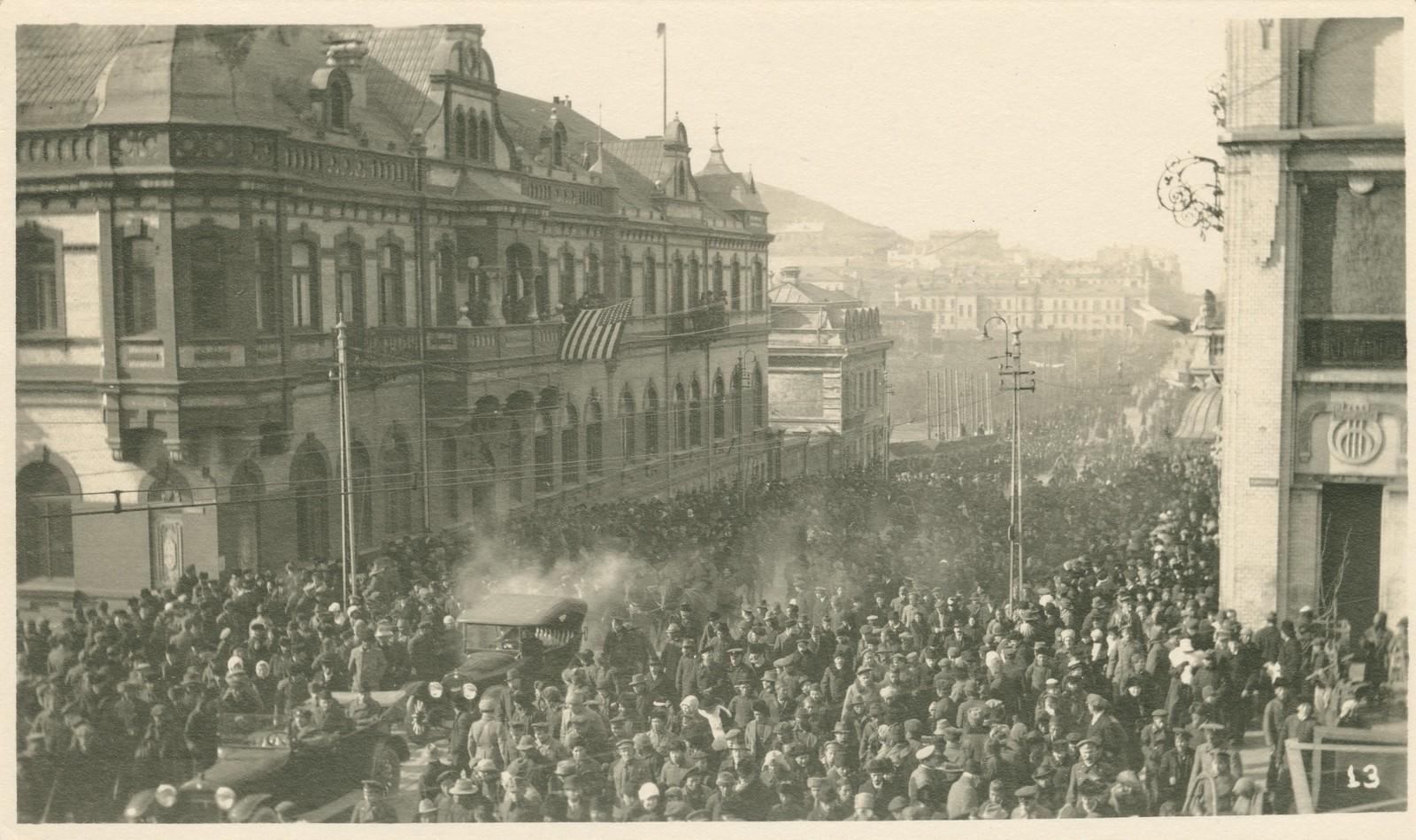 33. 1918. Парад завершился прохождением частей Чехословацкого корпуса. 15 ноября4