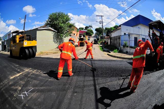 Ruas do bairro Parque 10 recebem serviços de recapeamento