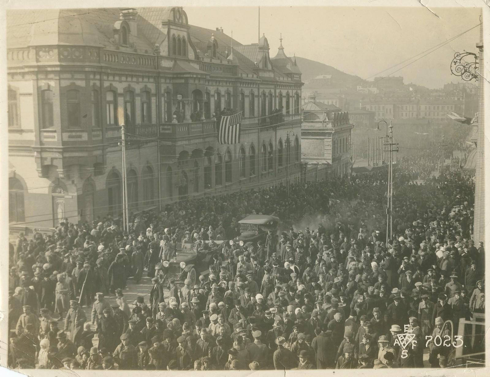 32. 1918. Парад завершился прохождением частей Чехословацкого корпуса. 15 ноября3