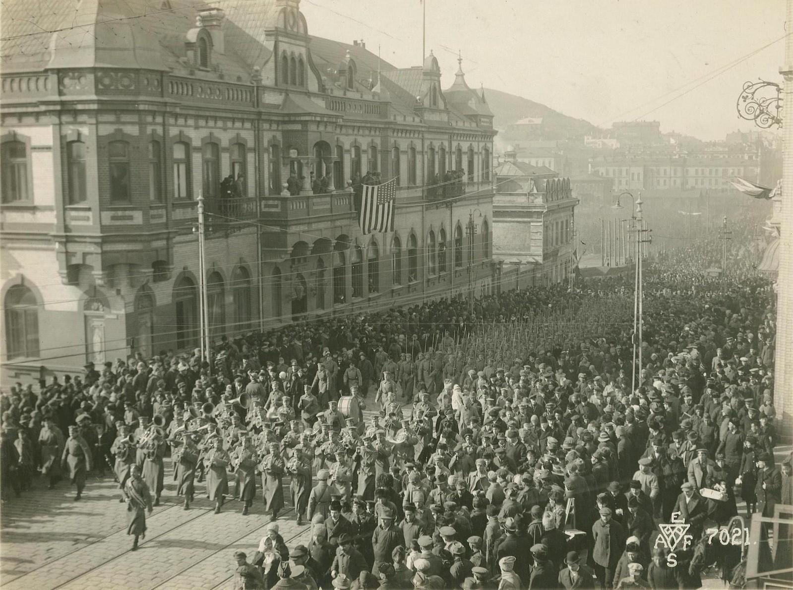 29.1918. Парад завершился прохождением частей Чехословацкого корпуса. 15 ноября